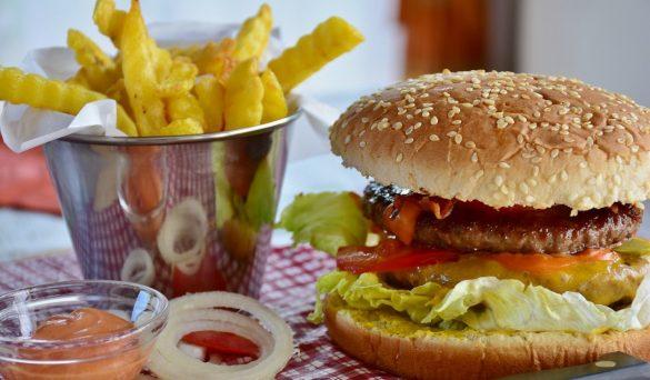 In cucina con Pingu: preparare un ottimo hamburger fatto in casa