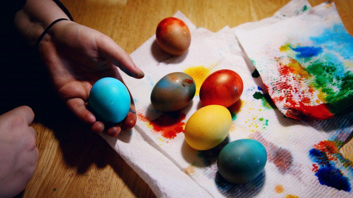 <span>La Pasqua</span> nella tradizione italiana e anglosassone.